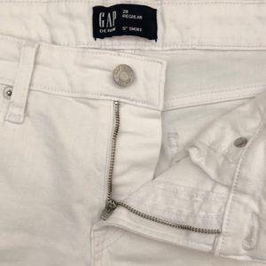 """GAP Shorts - NEW!!  Gap Denim 5"""" Short - Size 28 Regular (6)"""